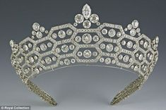 However, by 1950 Elizabeth, Queen Consort, decided to let Cartier make the Boucheron tiara a bit less 'fence-like', and the resultant, improved tiara is above