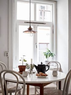 Only Deco Love: How to set a minimal autumn table with Pillivuyt Home Interior Design, Interior Styling, Interior Decorating, Dining Room Inspiration, Interior Inspiration, Dining Room Design, Dining Area, Round Dining, Dining Table