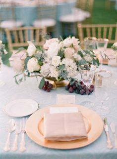Rustic + elegant table decor: http://www.stylemepretty.com/little-black-book-blog/2016/02/03/rustic-elegant-fall-wedding-at-chateau-st-jean/ | Photography: Koman Photography - http://komanphotography.com/
