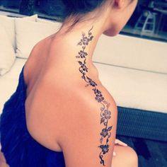 Kobiece tatuaże z koronką - zmysłowe propozycje na plecy, dłonie, kark i uda - Strona 5