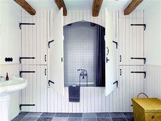 Barn door bath - great idea for storage and hiding the bath tub haha Interior Barn Doors, Interior And Exterior, Style Cottage, Style Anglais, Swedish House, Interior Decorating, Interior Design, Dream Decor, Amazing Bathrooms