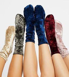 Velvet High Socks A high socks in velvety material. An alternate to cotton socks! Fashion Socks, Fashion Outfits, Womens Fashion, Soirée Pyjama Party, Velvet Socks, Cooler Style, Cute Socks, Hot Lingerie, Cotton Socks