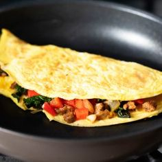 All of the tips & tricks you need to make the perfect omelette! Add in veggies, meat or cheese and you'll have the best omelette ready in no time. How To Cook Omelette, Best Omelette, Omelette Recipe, Asian Recipes, Healthy Recipes, Ethnic Recipes, Healthy Food, Clean Eating Recipes, Cooking Recipes