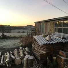 Early frosty January morning. Shock to the system!!! Excited to be back at the workshop. Hope everyone had a good. Christmas and New Year. #aliceblogg