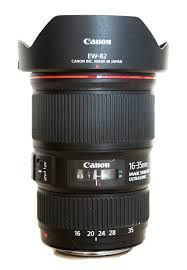 The Canon 16-35 is the best wedding photography lens for group shots. Take a look at this article for even more essential wedding photography lenses. #pphotography-tips-and-tricks