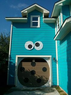 An awesome costume for your house!