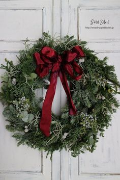 クリスマスリース Christmas wreath Front Door Christmas Decorations, Blue Christmas Decor, Christmas Door Wreaths, Christmas Flowers, Holiday Wreaths, Rustic Christmas, Winter Christmas, Christmas Lights, Christmas Crafts