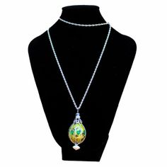 Collar huevo de codorniz, enjaulado y teñido a  verde, decorado con metal y pedreria cristal verde. Dibujo fondo natural. Ref:HC130110 http://nartartesania.blogspot.com.es/