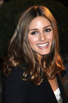 OLIVIA PALERMO Sleek, shiny and centre-parted with gently tousled waves at the ends, Olivia Palermos hair never looks less than perfectly groomed. Hair Styles 2016, Short Hair Styles, Olivia Palermo Hair, Mid Length Hair, Brown Hair Colors, Hair Colours, Hair Affair, Brunette Hair, Celebrity Hairstyles