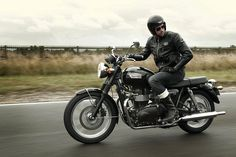 2013 Triumph Bonneville T-100. I love the classic look. Putting this on my wish list.