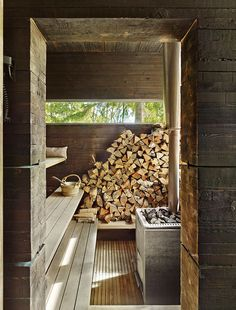 Swedish guesthouse with a sauna with a wood-burning stone and pine walls covered in tar