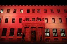 ΚΟΝΤΑ ΣΑΣ: Στα χρώματα της τουρκικής σημαίας φωτίστηκε το δημ...