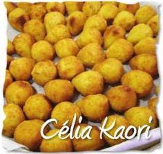 Coxinhas Kaori Perfil Celia Kaori Texto da Célia: Recheio: 1 peito de frango sem pele com osso cozido 1 cebola picada ou ralada ...