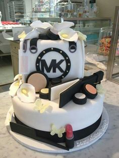Combine with the MAC makeup cake and it's perfect!