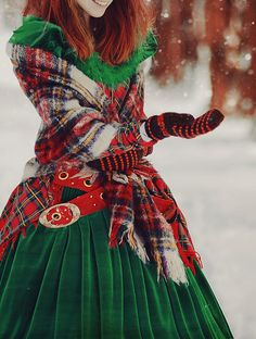 Tartan Christmas Magic (I would love a green velvet dress like that . minus the tartan) Tartan Plaid, Tartan Mode, Tartan Dress, Plaid Scarf, Green Velvet Dress, Red Velvet, Velvet Gown, Green Dress, Auburn Hair