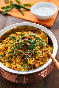 Chicken Biryani is a delciious savory rice dish loaded with spicy marinated chicken, caramelized onions, and flavorful saffron rice. Biryani Chicken, Chicken Biryani Recipe Indian, Biryani Recipe Easy, Briyani Recipe, Comida India, Savory Rice, Desi Food, Fodmap Recipes, Ideas Party
