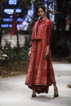 With Tarun Tahiliani and Amit Aggarwal Oriental Fashion, Asian Fashion, Indian Dresses, Indian Outfits, Heavy Dresses, Eastern Dresses, Tarun Tahiliani, Ethnic Looks, Kurta Designs Women