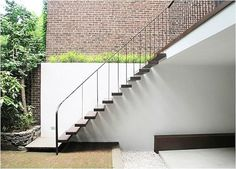 cantilevered stairs.. Chelsea Townhouse garden Julian King ; Gardenista