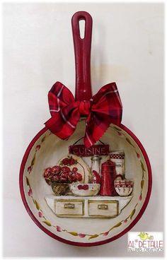 Ofelia Vasquez # 312 Media Content and Analytics, Decoupage Vintage, Decoupage Art, Apple Kitchen Decor, Diy And Crafts, Arts And Crafts, Apple Decorations, Christmas Crafts, Christmas Ornaments, Country Paintings