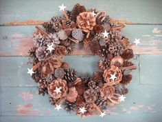 Great winter wreath for outside & DIY Christmas Pine Cones, Holiday Fun, Christmas Crafts, Christmas Time, Pine Cone Decorations, Christmas Decorations, Holiday Decorating, Xmas Wreaths, Grapevine Wreath