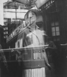 Vitrine à Paris (Germaine Krull, 1930)