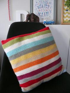 Tunesian Crochet Pillow Crochet Pillow Patterns Free, Tunisian Crochet Patterns, Knit Crochet, Crochet Cushion Cover, Crochet Cushions, Knit Pillow, Couture, Crochet Projects, Mitered Square