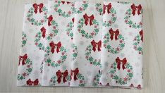 Christmas Cloth Napkins Wreaths Red Bow on White Silver Metallic Snowflakes Dinner Lunch 16 Inch Set of 4