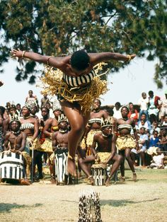 Experience your femininity through the dances of Guinea, West Africa as you… African Dance, African Art, We Are The World, People Around The World, African Tribes, Thinking Day, Tribal Dance, Lets Dance, African Culture