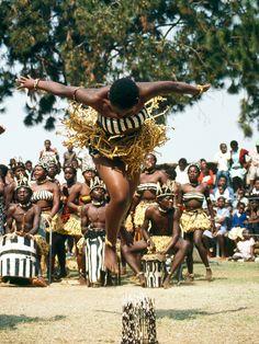 Africa   Ndebele Dancers, Midlands, Zimbabwe.   ©Paolo Del Papa