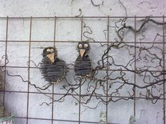 Billedresultat for rionet i haven Willow Weaving, Basket Weaving, Wire Crafts, Diy And Crafts, Metal Garden Art, Crazy Bird, Feather Art, Rustic Gardens, Outdoor Art
