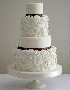 Pretty #lace #wedding #cake