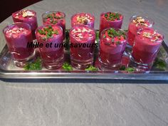 Verrine betterave rouge et fromage ail et fines herbes Tapas Party, Mille, Entrees, Salsa, Food And Drink, Jar, How To Make, Brie, Parmesan