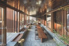 Situated in close proximity to Yangzhou's scenic Slender West Lake, the site given to Neri&Hu to design a boutique hotel was a. Architecture Awards, Chinese Architecture, Architecture Design, Yangzhou, Interior Design Awards, Interior Design Magazine, Chinese Courtyard, Neri And Hu, Minimalist Garden