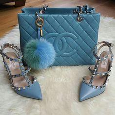 Matching purse wid matching heels..