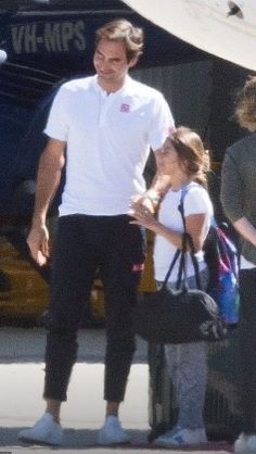 Roger Federer arrives in Melbourne on a private jet with wife Mirka Federer and their children Roger Federer Family, Mirka Federer, Star Family, Sports Figures, Living Legends, Wimbledon, Father And Son, Sport Fashion, Jets