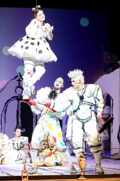 Anita Götz (Zerlina), Josef Wagner (Don Giovanni) und Ben Connor (Masetto) © Barbara Pálffy | Volksoper Wien