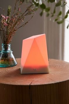 The Notti Smartphone Notification Light - Urban Outfitters College Stationary, Hipster Decor, Christmas Holidays, Christmas Gifts, Cool Tech Gifts, Practical Gifts, Lighting System, Iphone Accessories, T 4