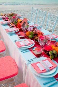 Bodas en la playa con mesas coloridas http://conbdeboda.blogspot.com.es/2013/06/bodas-en-la-playa.html
