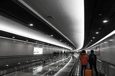 지하철을 타고 김포공항으로 향하는 길... 아무생각없이 지났던 통로인데...멀리서 바라보니 멋진 곳이네요.  출국장은 그냥 기다림보다는...  비행기라도 쳐다보는것이...ㅎㅎ