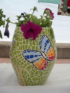 macetero mariposa mosaico. Butterfly mosaic pot planter