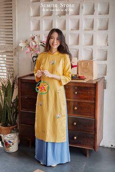 Ao Dai, Vietnamese Clothing, Modern Asian, Skirt Fashion, Sari, Shirt Dress, My Style, Asian Clothes, Womens Fashion