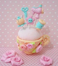 a Clay Crafts, Diy And Crafts, Cute Clay, Decorated Jars, Novelty Cakes, Pasta Flexible, Cold Porcelain, Pin Cushions, Fondant