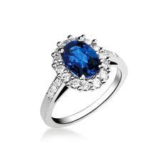 Bague saphir à entourage diamants.