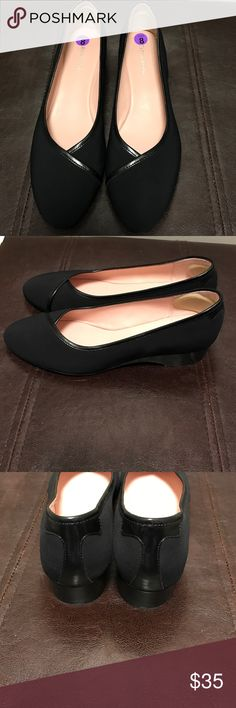 Taryn Rose Shoes - EUC Taryn Rose Shoes - EUC - Size 8 Taryn Rose  Shoes
