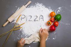 Word pizza written on flour with ingredi. Logo Pizza, Pizza Kunst, Pizza Margarita, Pizza Cones, Kitchen Logo, Pizza Art, Baking Business, Photography Themes, Minimal Photography