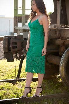 Kelly green lace dress! Perfect for that fall wedding outfit or special occasion!