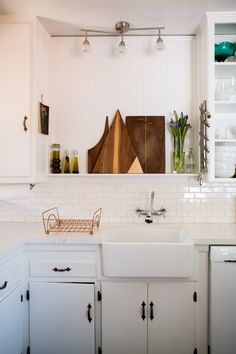 House Tour: A Newly Renovated North Hollywood Home Kitchen Sink Window, Kitchen Dining, Kitchen Redo, Kitchen Ideas, Hollywood Homes, North Hollywood, Sweet Home, Bohemian House, Loft