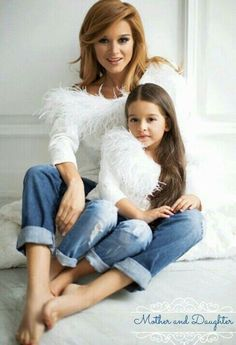 Mother And Daughter adorable matching outfits Mother Daughter Poses, Mother Daughter Pictures, Mother Daughter Matching Outfits, Mother Daughter Fashion, Mother Daughter Photography, Mommy And Me Outfits, Family Outfits, Mother Daughters, Daddy Daughter