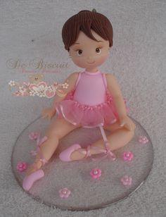 Bailarina em porcelana fria/biscuit.