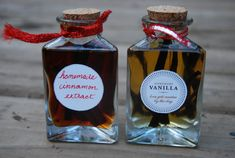 Homemade Vanilla and Cinnamon Extracts: Easy recipe, awesome gift! You can make it today with ease. Homemade Vanilla and Cinnamon is great! Cinnamon Extract, Homemade Vanilla Extract, Homemade Christmas Gifts, Homemade Gifts, Christmas Ideas, Christmas Candy, Christmas Stuff, Christmas Recipes, Holiday Crafts
